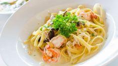 Retete culinare by Unica.ro - delicii din bucataria romaneasca si internationala Tzatziki, Naan, Lasagna, Spaghetti, Ethnic Recipes, Food, Essen, Meals, Yemek