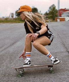 Beautiful Models, Beautiful Women, Skater Look, Skater Girls, Longboarding, Boarders, Sexy Poses, Art Reference Poses, Abstract Styles