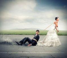 Funny Wedding Photos Crazy wedding photo ideas you should try in 2017 - Turning your wedding photo session into a combination of unique wedding photography poses and fascinating ideas is not an easy task anymore. Crazy Wedding Photos, Funny Wedding Photos, Wedding Pictures, Marriage Reception, Wedding Ceremony, 2017 Wedding, Before Wedding, Photo Couple, Wedding Photography Poses