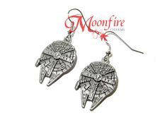 These earrings feature an intricate replica of the Millennium Falcon. The details are absolutely amazing! The antiqued silver-plated earrings measure 2.5 cm by 1.8 cm each.