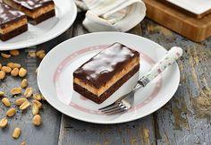Prajitura Snickers cu caramel (CC Eng Sub) Romanian Desserts, Mini Pavlova, Nutella, Tiramisu, Caramel, Dessert Recipes, Fruit, Cooking, Sweet
