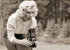 Marilyn Monroe using Rolleiflex
