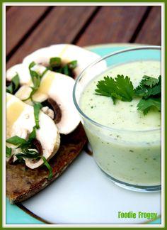 Soupe de concombre froide avec du yogourt l 39 aneth et l - Cuisiner chataignes fraiches ...