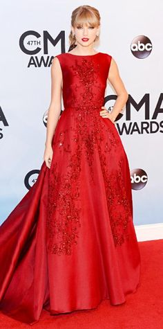 NOVEMBER 7, 2013 Taylor Swift Editor's choice WHAT SHE WORE Taylor Swift went big at the CMA Awards in a deep red embellished Elie Saab dress an a matching red lip.