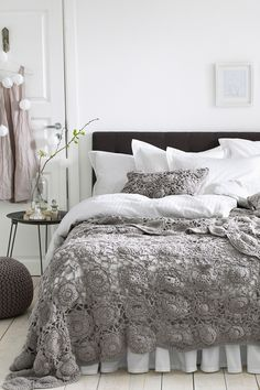 Look at Bed Skirt — Maybe my mom can make this throw blanket for me. 🙂 is creative inspiration for us. Get more photo about home decor related with by looking at photos gallery at the bottom of this page. Dream Bedroom, Home Bedroom, Bedroom Decor, Bedroom Ideas, Design Bedroom, Bedroom Lighting, Modern Bedroom, Master Bedroom, Crochet Bedspread