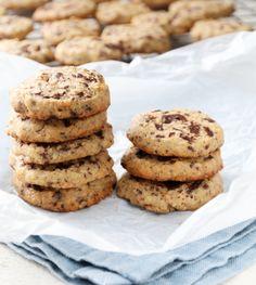 Havrekjeks med sjokolade og appelsin Sweets Cake, Christmas Treats, Biscuits, Sweet Treats, Cookies, Baking, Desserts, Recipes, Food