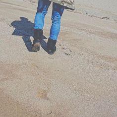 【dede___gram】さんのInstagramをピンしています。 《* その広い背中も、 その大きな手も、 私を安心させてくれるの。 . . これからも2歩も3歩も先を歩いててほしい。 それに追いつこうと頑張るから。 . #love#ひとりごと#海#安心#頑張る#camera#後ろ姿》