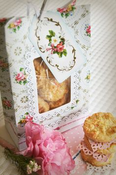 Frills and Frosting Cookie Bags with yummy coconut cookies! #baking #talking tables