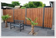 Like the two-tone fence. Wondering if current fence can be stained that color Wood Fence Design, Modern Fence Design, Back Gardens, Outdoor Gardens, Outdoor Walls, Outdoor Decor, Diy Fence, Fence Ideas, Outdoor Retreat