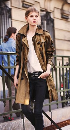LE FASHION BLOG MUST-HAVE CASUAL TRENCH COAT VIA OLA BURBERRY ART OF THE TRENCH TUMBLR PARKA STYLE TRENCH BLUSH NUDE TOP STUDDED BELT SKINNY...
