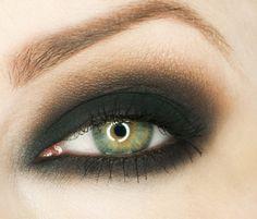 Simple smokey eye - black and reddened brown