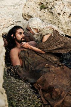 Khal Drogo (Jason Momoa) y Daenerys Targaryen (Emilia Clarke)