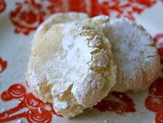 beurrista: ricciarelli — italian almond cookies ONLY 1T FLOUR SO COULD EASILY SUBSTITUTE uses almonds ( :