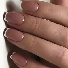 Semi-permanent varnish, false nails, patches: which manicure to choose? - My Nails French Manicure Nails, French Tip Nails, Short French Nails, Nail French, French Pedicure, Manicure Colors, French Tips, Manicure Ideas, Classic Nails