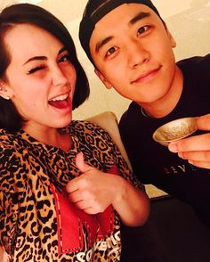 "147.1k Likes, 1,553 Comments - Lee seung ri (@seungriseyo) on Instagram: ""@bekuhboom 베카 선생님과 저녁식사 in #東京 🇯🇵 베카 선생님 한테 많이배워서 노래 잘불러서 @xxxibgdrgn 형한테 칭찬받아야지 :)"""