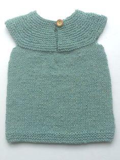 Opskrift op til str. 1 år Knit Baby Pants, Knit Baby Dress, Knitted Baby Cardigan, Baby Vest, Knitting For Kids, Baby Knitting Patterns, Sewing For Kids, Baby Sewing, Knitting For Beginners