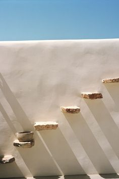 Stones in the whitewashed wall form step at Vorina Ktismata hotel on the Greek Island of Amorgos, Greece. Photo by Jenny Zarins for Condé Nast Traveller Minimalist Architecture, Architecture Design, Architecture Interiors, Exterior Design, Interior And Exterior, Greece Pictures, Casa Patio, Greek House, Greece Holiday