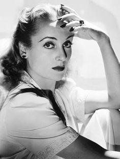 Carole Lombard, 1941 © John Engstead.