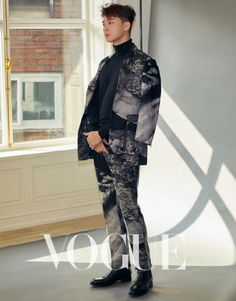 Park Seo Joon for 'VOGUE' Taiwan magazine. The actor graced the cover of the Taiwanese magazine as he displayed the popular 'K-flow' fashion. Park Seo Joon rocks different outfits showing off his amazing style. Seo Kang Joon, Park Seo Joon, Korean Celebrities, Korean Actors, Kdrama Actors, Boy Pictures, Korean Star, Korean Men, Korean Entertainment