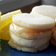 Angel Whispers - Lemon sandwich cookies that melt in your mouth. Have a few with a tall glass of iced tea. Lemon Desserts, Köstliche Desserts, Lemon Recipes, Sweet Recipes, Delicious Desserts, Dessert Recipes, Yummy Food, Recipes Dinner, Fun Food