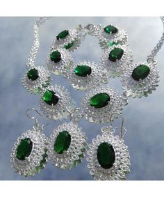 Royal vintage inspired jewellery set in emerald