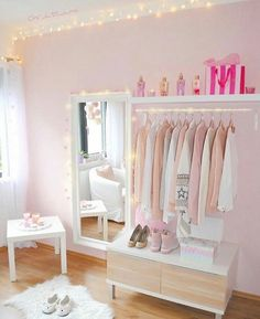 Girl Room Decor Ideas - How can I style my room cheap? Girl Room Decor Ideas - How do I make my room aesthetic? Girl Bedroom Designs, Room Ideas Bedroom, Small Room Bedroom, Home Decor Bedroom, Girls Bedroom, Bedrooms, Dressing Room Design, Asian Home Decor, Cute Room Decor