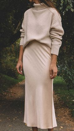 Nov 2019 - Chunky cream sweater Satin Bias Cut Skirt (shop similar from Nordstrom , & Other Stories , Vince , and Reformation ) Pointy toe white pump Mode Outfits, Fall Outfits, Casual Outfits, Fashion Outfits, Fashion 2020, Look Fashion, Winter Fashion, Fashion Goth, Turtleneck Outfit