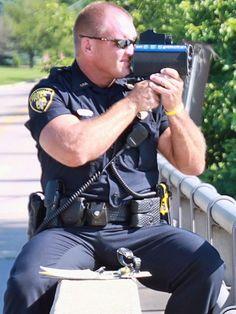 Police Officer Pants Bulges | uniformsmakemehard:Big guns and a nice bulge!