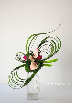 images of ikebana flower arrangementBy Thai Thomas Mai Van . i know this is a floral, but it would also look neat as a ribbon for a pretty package.Lecture d'un message - mail Orange Plus Contemporary Flower Arrangements, Creative Flower Arrangements, Unique Flower Arrangements, Unique Flowers, Small Flowers, Colorful Flowers, Ikebana Arrangements, Ikebana Flower Arrangement, Arte Floral