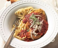 Mama Mia Parmigiana Recipe │Baked chicken parmigiana pairs perfectly with pasta. Sprinkle your favorite cheese and herb for a delicious meal. Easy Freezer Meals, Simple Meals, Tastefully Simple Recipes, 5 Fingers, Chicken Parmigiana, Independent Consultant, Cooking Instructions, Baked Chicken Recipes, Marinara Sauce