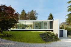 Das Haus hebt sich als Artefakt aus der gewachsenen Parklandschaft | Werner Sobek ©Zooey Braun, Stuttgart