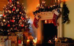 chimenea decorada con calcetines de navidad