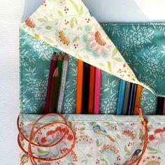 Organizing, Organization, Boutique Etsy, Ajouter, Voici, Bags, Under Eyes, Fedoras, Color Pencil Picture