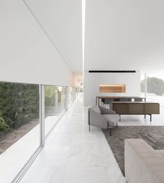 Hofmann House is a minimalist residence located in Valencia, Spain, designed by Fran Silvestre Arquitectos Farnsworth House, Journal Du Design, Box Houses, Glass Boxes, Spanish Architecture, Residential Architecture, Interior Architecture, Home And Deco, Decoration