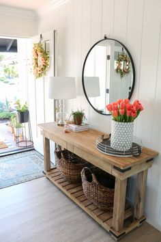 Spring Entryway Decor: Easy Simple Ways to Welcome Spring into Your Home – Farmhouse Decor Ideas Decoration Buffet, Decoration Design, Room Decorations, Spring Decorations, Home Decoration, Farmhouse Side Table, Farmhouse Decor, Farmhouse Style, Farmhouse Front