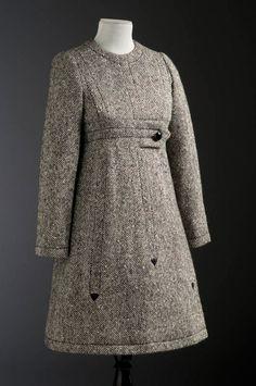 Dress coat, Aglae, 1968. Musée du Costume et de la Dentelle.