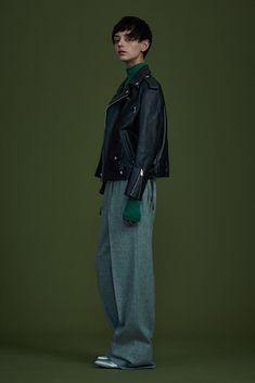 ジョン ローレンス サリバン(JOHN LAWRENCE SULLIVAN)2016-17年秋冬 コレクション Gallery Look Fashion, Girl Fashion, Fashion Outfits, Womens Fashion, Fashion Design, Fashion Trends, Look 2018, Pantalon Large, Mode Editorials