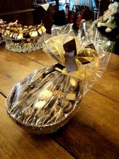 Organic Chocolate, Easter Chocolate, Chocolate Shop, Chocolate Gifts, Chocolate Lovers, White Chocolate, Chocolate Birthday Cake Decoration, Birthday Cake Decorating, Dessert Packaging