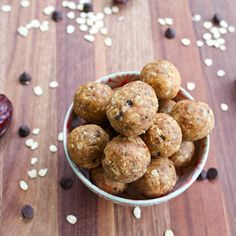These no bake chocolate chip peanut butter cookie dough protein balls are tasty, portable and packed with wholesome ingredients -- great for snacking! Protein Cookie Dough, Protein Ball, Chocolate Chip Cookie Dough, Protein Snacks, Vegan Snacks, Vegan Recipes, Vegan Protein, Vegan Sweets, Whey Protein