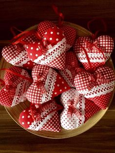 You will want to try valentines handicraft decoration 18 – fugar Fabric Ornaments, Handmade Ornaments, Felt Ornaments, Valentines Day Decorations, Valentine Day Crafts, Holiday Crafts, Christmas Hearts, Felt Christmas, Christmas Ornaments