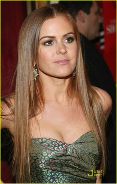 Isla Fisher..... Love her hair