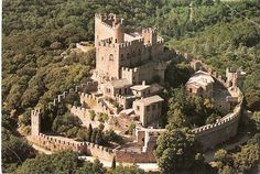 Walled Keep w Hamlet forest hills castello di requesens  spagna
