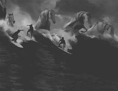 Al mare ci sono i cavalloni.