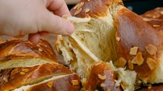Τα τσουρέκια του Παναγιώτη Παπαδάκη είναι τα πιο αφράτα Πασχαλινά τσουρέκια με ίνες χωρίς μίξερ και είναι επαγγελματική συνταγή. Ο Παναγιώτης Παπαδάκης και το Greek Easter Bread, Biscotti, Cabbage, Mexican, Sweets, Vegetables, Ethnic Recipes, Breads, Food