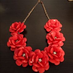 jcrew lookalike floral necklace This coral necklace is darling and makes a great statement piece! Jewelry Necklaces