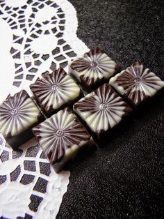 Csokoládé Reformer: Mogyorós tonkababos bonbon
