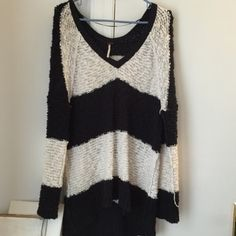 Free people sweater Like new, only worn a few times. So soft and comfy. I love it but just havnt worn it in forever Free People Sweaters Crew & Scoop Necks