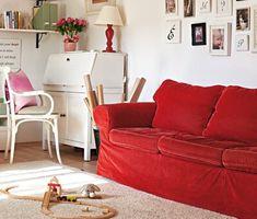 Hangulatos nyaralóház a Balaton-felvidéken - Lakáskultúra magazin Couch, Furniture, Home Decor, Houses, Settee, Decoration Home, Sofa, Room Decor, Home Furnishings