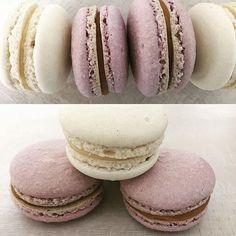 Dnes je Světový den makrónky. Tak jsme nenechávejte bez dozoru. Na fotografii makrónky se slaným karamelem a bílou čokoládou.  Сегодня оказывается всемирный день макарон. Значит и мы не оставим их без внимания. На фото макарон с соленой карамелью и белым шоколадом.  #makronky #macaron #macarons #glutenfree #frenchmacarons #handmade #instabaking #happybirthday#narozeniny #makaronspodebrady #bezlepkový #pečení #cukroví  #sweetcakes #czech #czechrepublic #podebrady #praha #nymburk #kolin