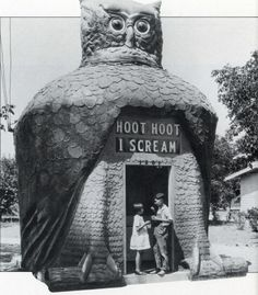 """mothgirlwings: """"mothgirlwings: """" Children enjoying ice cream at the Hoot Hoot I Scream hut in Los Angeles, CA - c. The head rotated; the eyes, made from Buick headlamps, blinked; the sign: Hoot. Illustration Photo, Illustrations, Unusual Buildings, Modern Buildings, Photo Vintage, Vintage Owl, Vintage Signs, I Scream, Roadside Attractions"""
